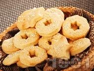 Рецепта Бързи и лесни златисти дребни соленки със сирене крема и сусам (без масло, с маргарин)